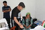 Kollege Mamadyor mit Patienten